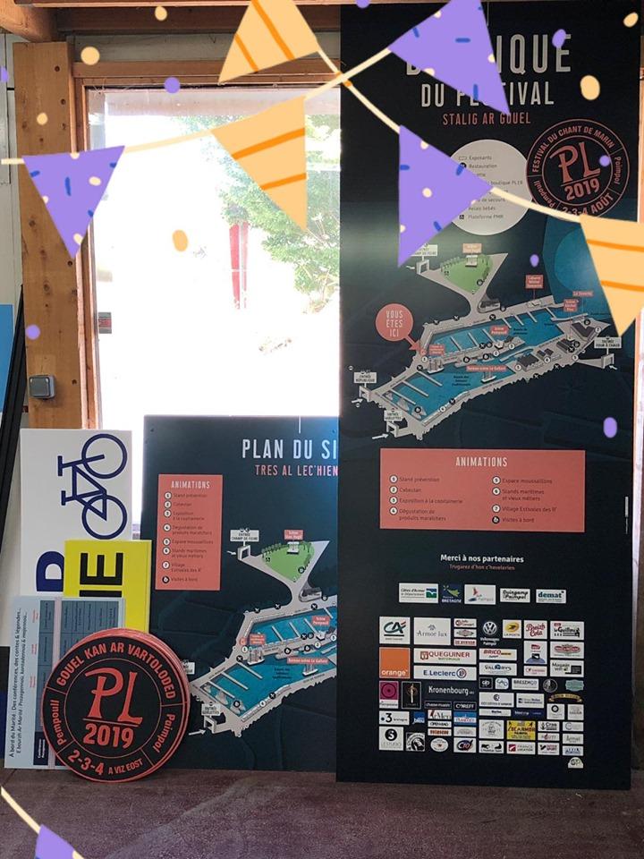 panneaux et signalétiques du festival du chant de marin à PAimpol
